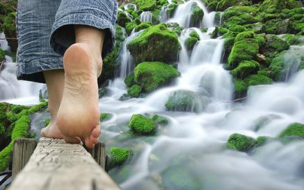 randonnée pied nus -  rivière